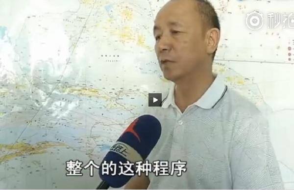 新疆地震局副局长张勇接受新疆电视台的采访
