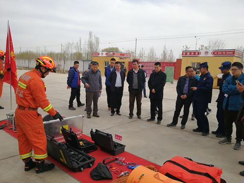 中国地震局专家组在新疆开...